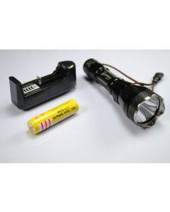 2190 UF UniqueFire Cree XM-L T6 3-modo Led Linterna con batería de 18650 y cargador